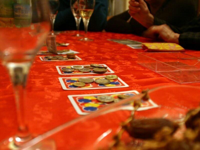 carte sulla tavola di Natale