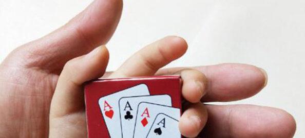 carte-piccole-mano-papa-figlio